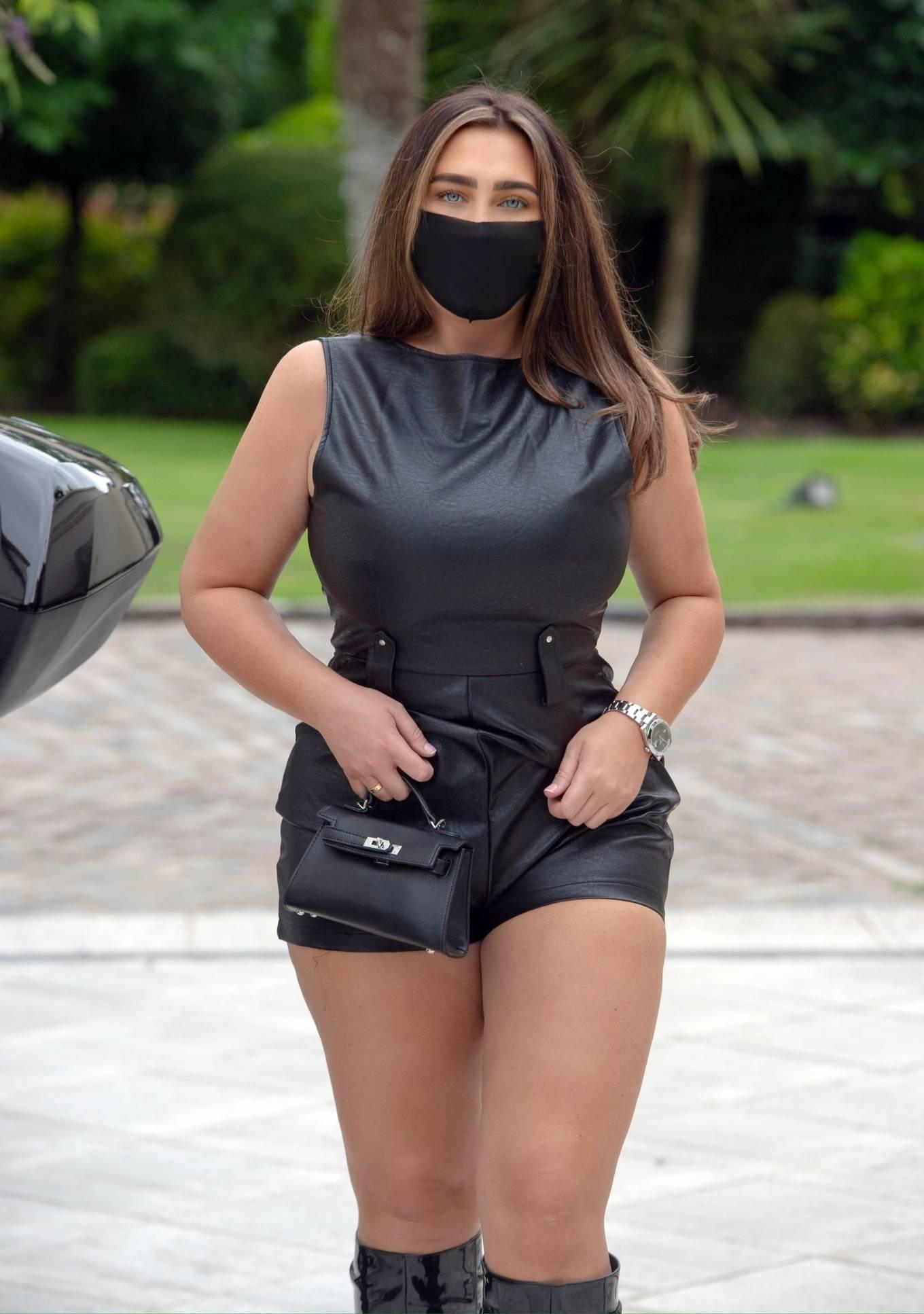 Lauren Goodger - Heading for dinner in North London