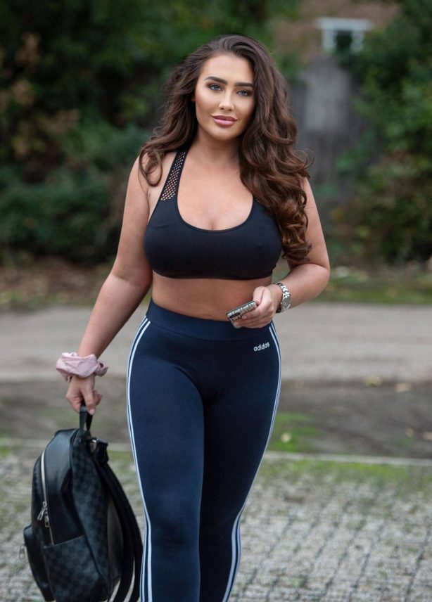 Lauren Goodger - Looks sporty in a crop top and leggings out in Chigwell
