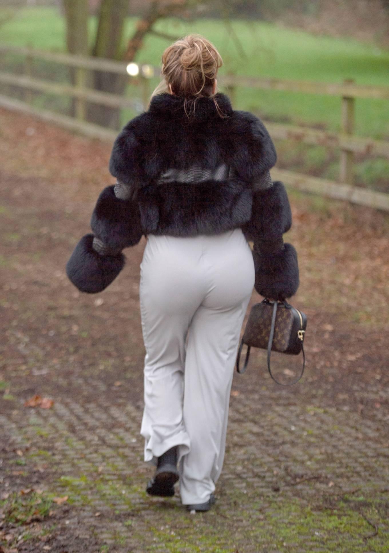 Lauren Goodger 2021 : Lauren Goodger – Out in London-03
