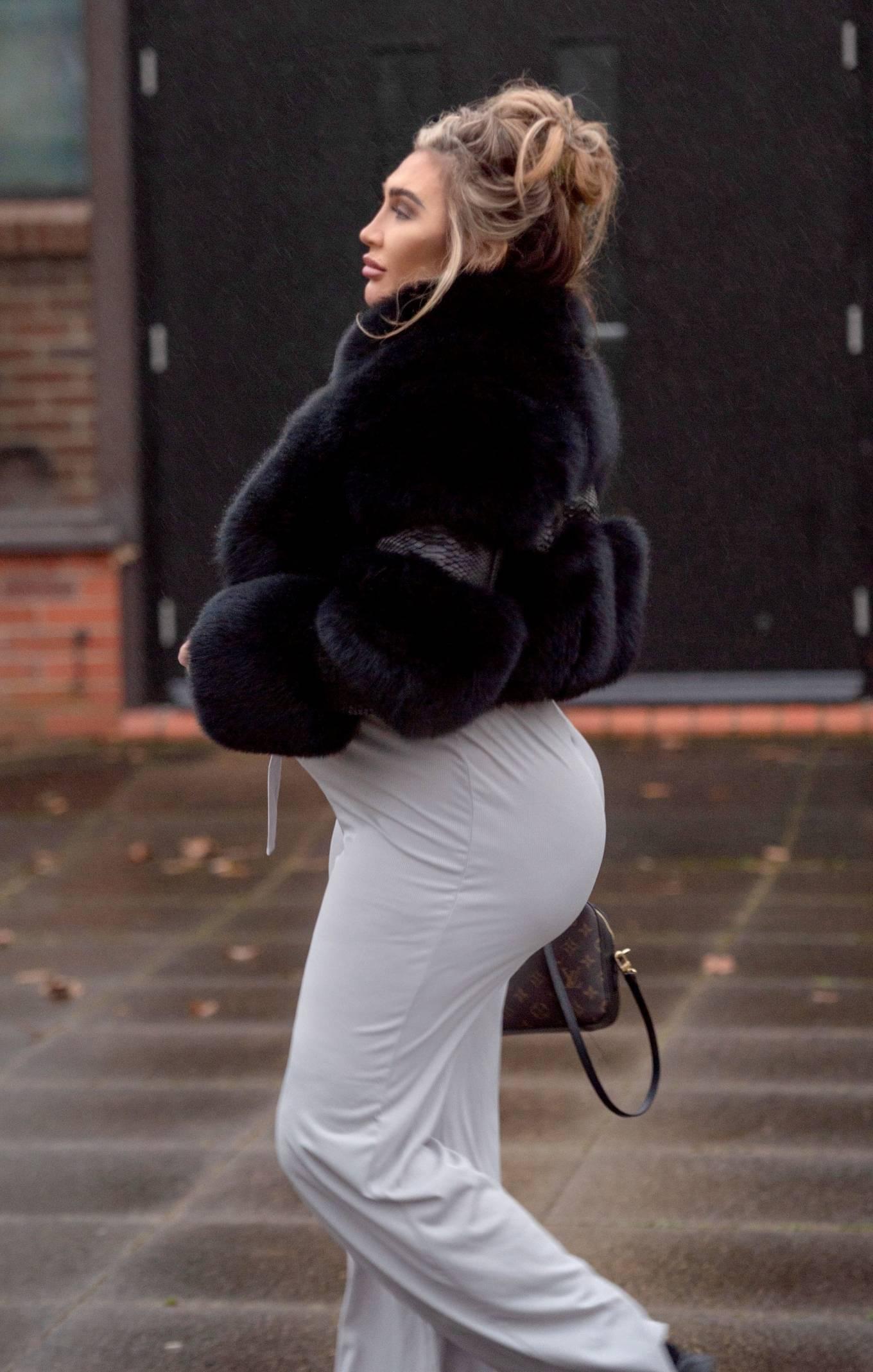 Lauren Goodger 2021 : Lauren Goodger – Out in London-11