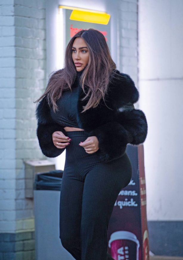 Lauren Goodger - Spotted in a local petrol station in Chigwell