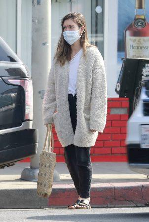 Lauren Parsekian - seen at a liquor store in Los Feliz