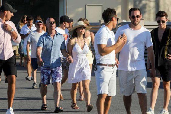 Lauren Sanchez 2019 : Lauren Sanchez and Jeff Bezos on vacationing in St Tropez-01