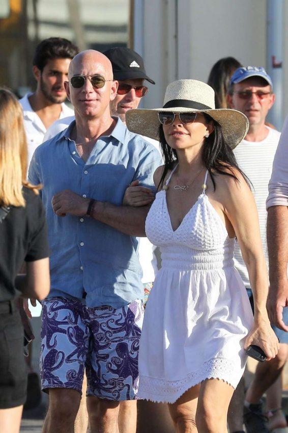 Lauren Sanchez 2019 : Lauren Sanchez and Jeff Bezos on vacationing in St Tropez-04