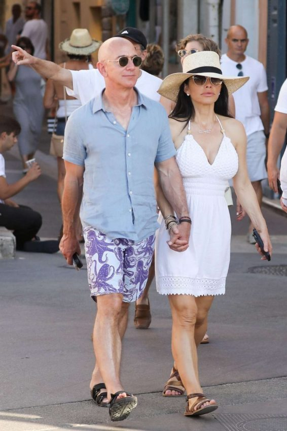 Lauren Sanchez 2019 : Lauren Sanchez and Jeff Bezos on vacationing in St Tropez-05