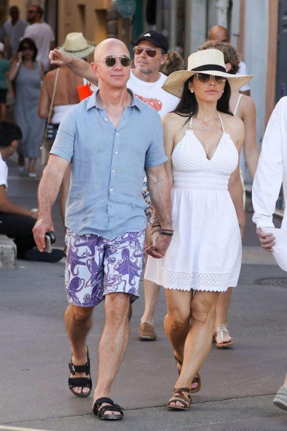 Lauren Sanchez 2019 : Lauren Sanchez and Jeff Bezos on vacationing in St Tropez-06