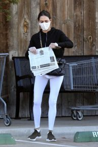 Lauren Silverman - Seen while shopping at the Market