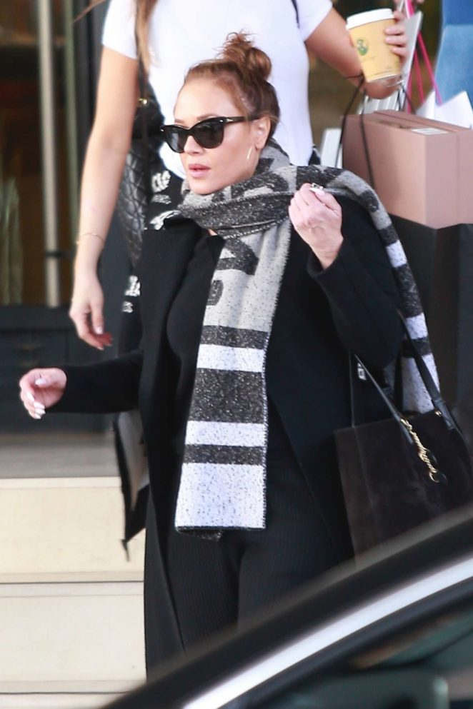 Leah Remini – Christmas shopping at Barneys New York in Beverly Hills