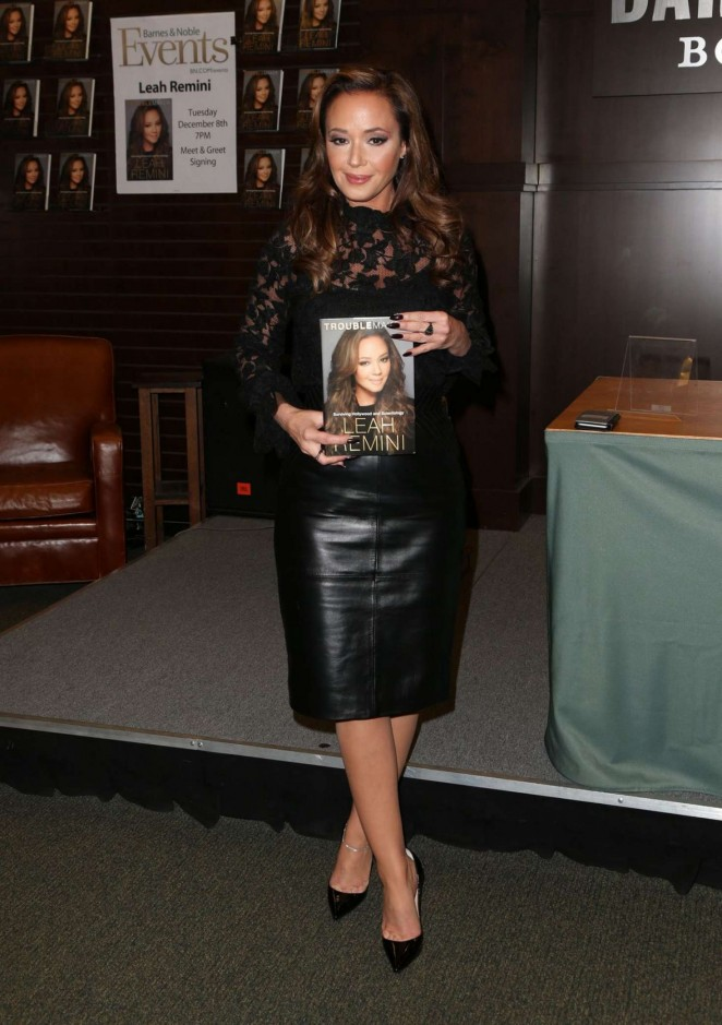 Leah Remini - Signing Session of her Troublemaker-Surviving Hollywood & Scientology Book