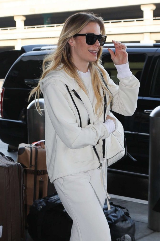 LeAnn Rimes – Arrives at LAX Airport in LA