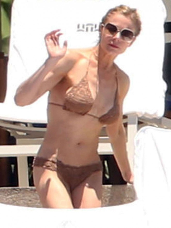 LeAnn Rimes in Bikini in Mexico