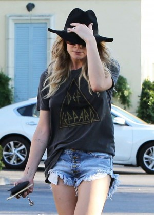 Leann Rimes in Shorts Out in Calabasas