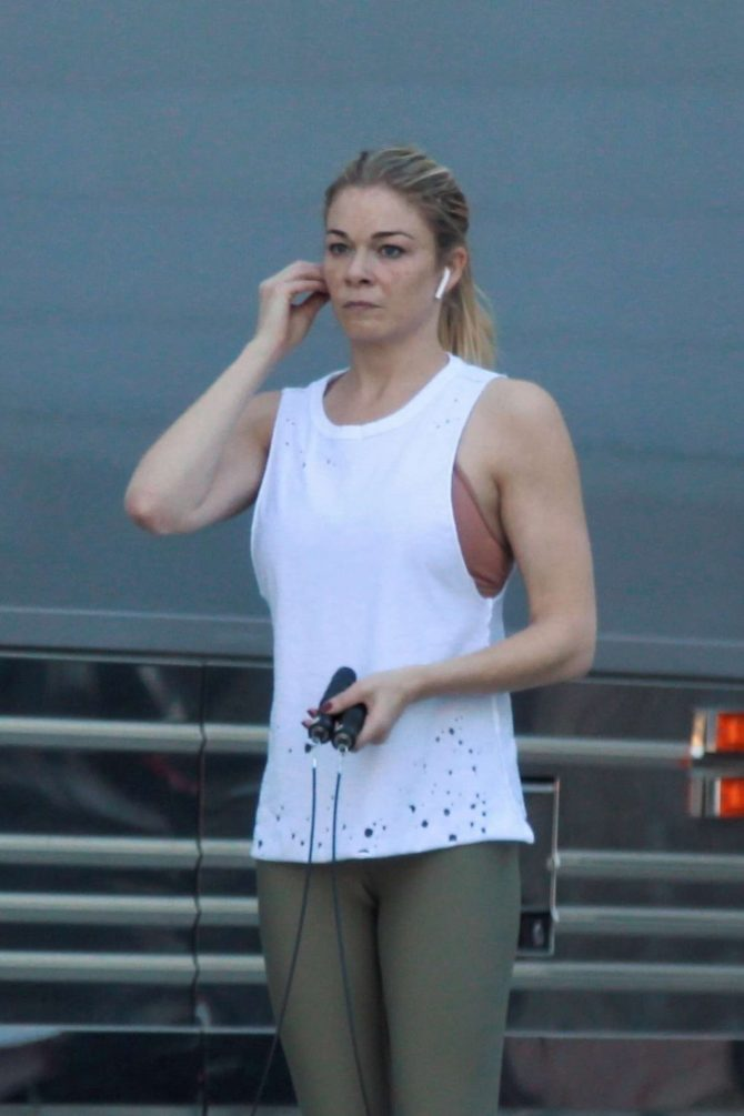 LeAnn Rimes in Tights – Workout in Palm Desert