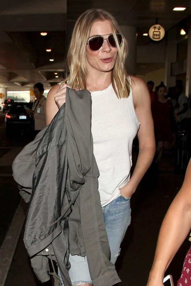 LeAnn Rimes - Seen as she exits LAX Airport