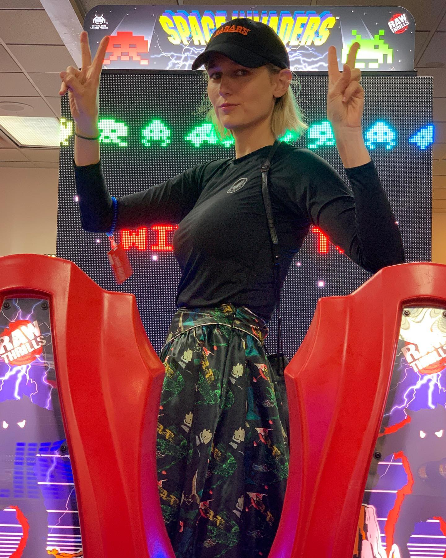 Leelee Sobieski - Social media