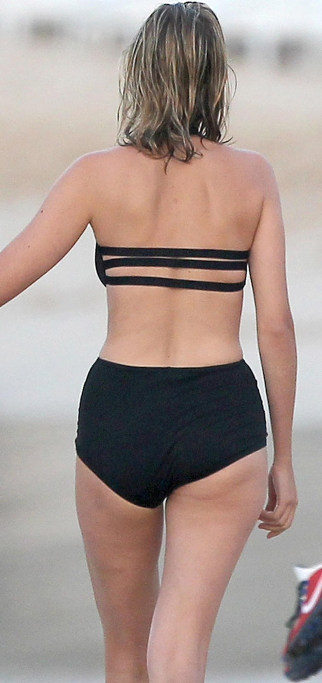 Leelee Sobieski: Wearing a black swimsuit in St. Barts-04