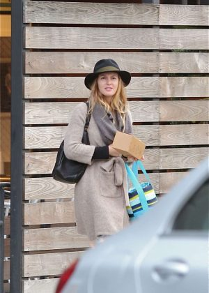 Leighton Meester - Leaves Mendocino restaurant in Santa Monica