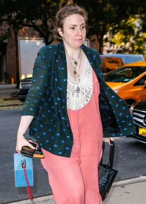 Lena Dunham - Arrives to her hotel in New York City