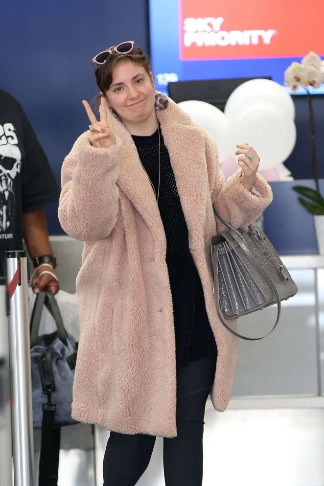 Lena Dunham – Grabs coffee from Alfred's in Los Angeles
