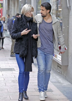 Lena Gercke in Jeans - Shopping in Madrid