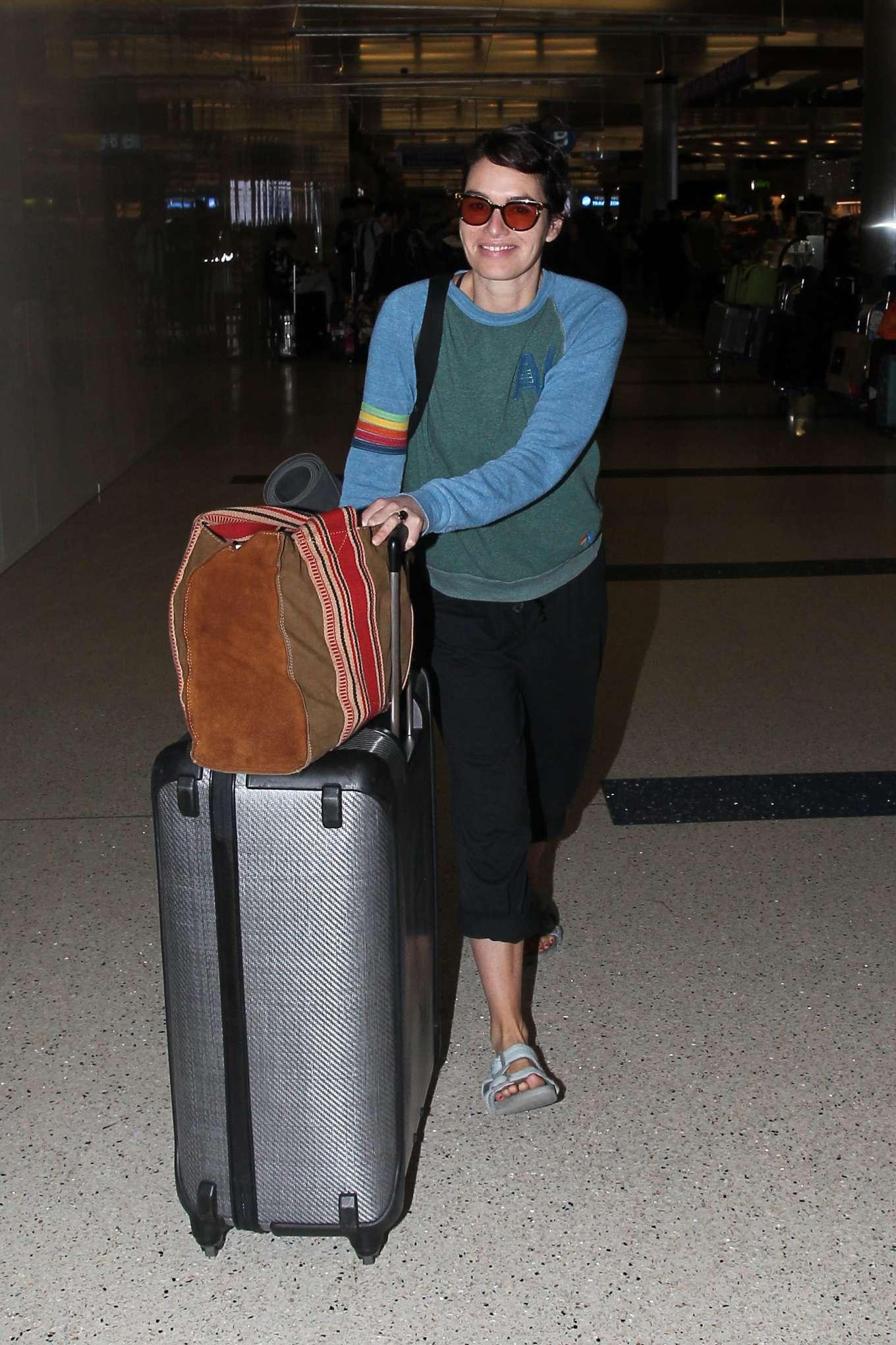 Lena Headey 2019 : Lena Headey – Arriving at LAX airport in LA-05