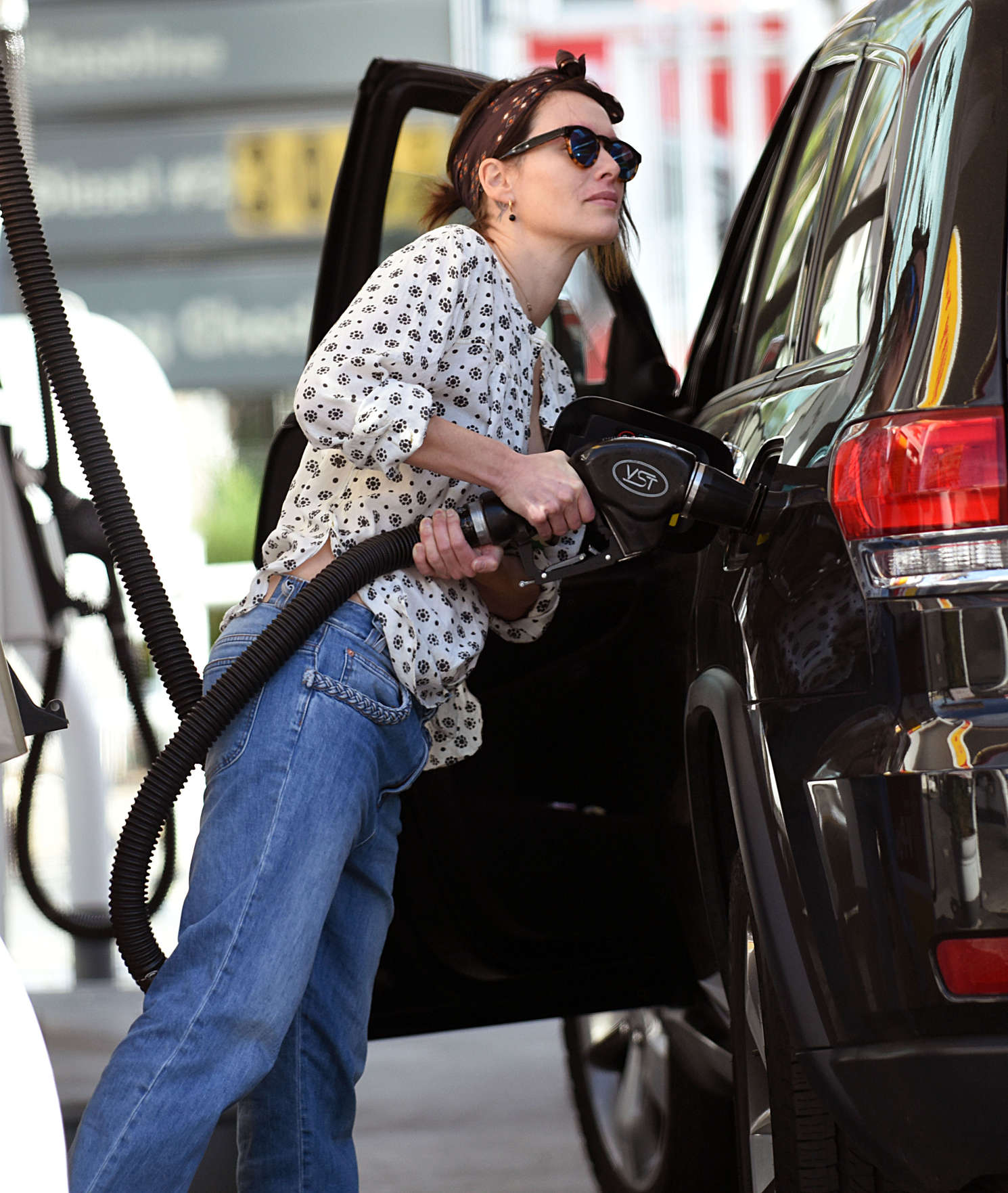 Lena Headey at a Gas Station in Los Angeles