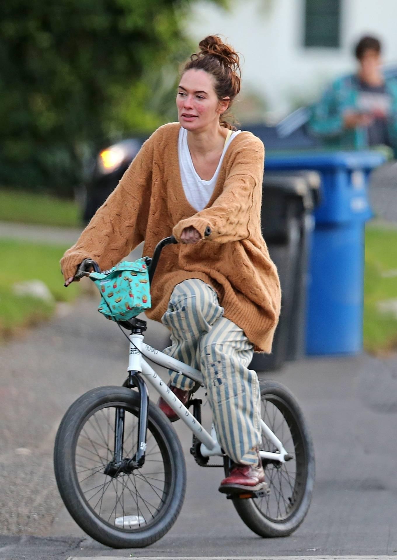 Lena Headey 2020 : Lena Headey – Riding a bicycle in Los Angeles-05