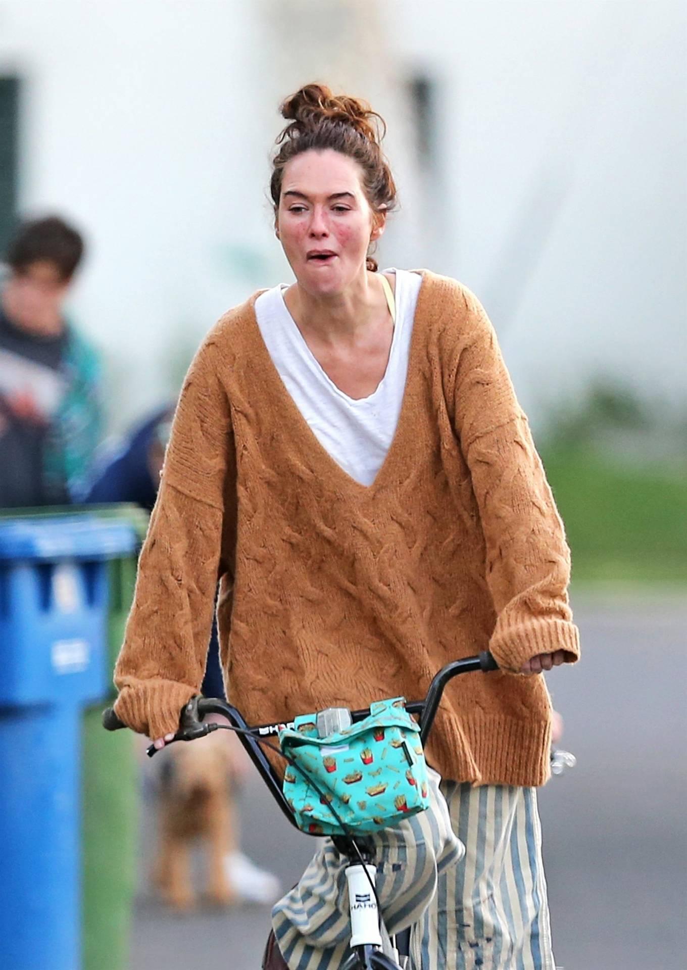 Lena Headey 2020 : Lena Headey – Riding a bicycle in Los Angeles-08