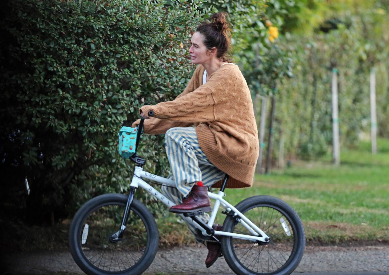 Lena Headey 2020 : Lena Headey – Riding a bicycle in Los Angeles-10