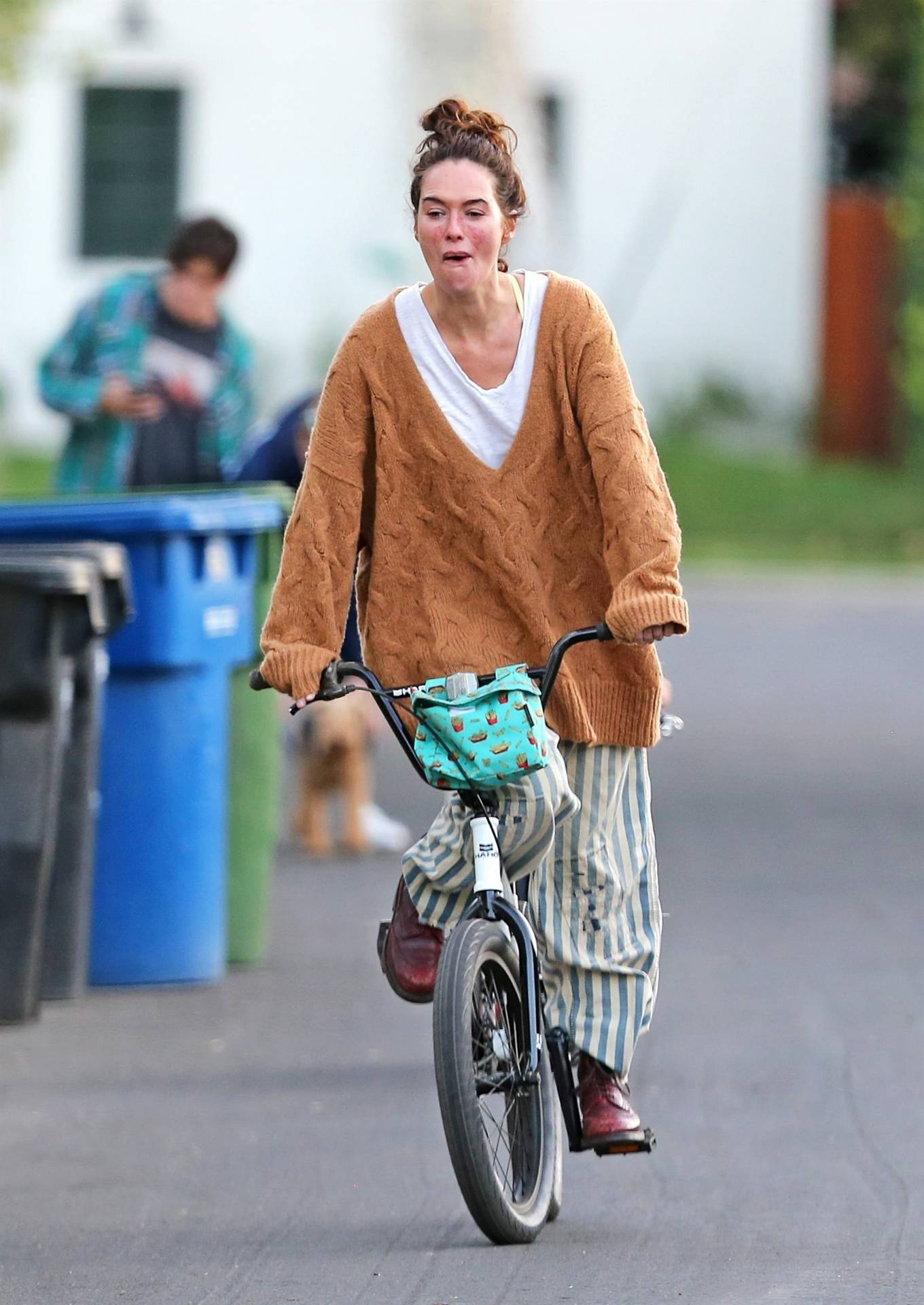 Lena Headey 2020 : Lena Headey – Riding a bicycle in Los Angeles-14