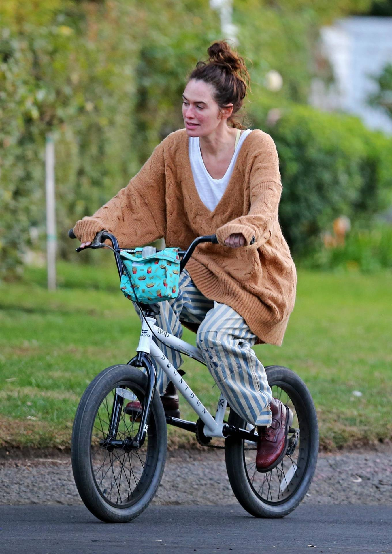 Lena Headey 2020 : Lena Headey – Riding a bicycle in Los Angeles-16