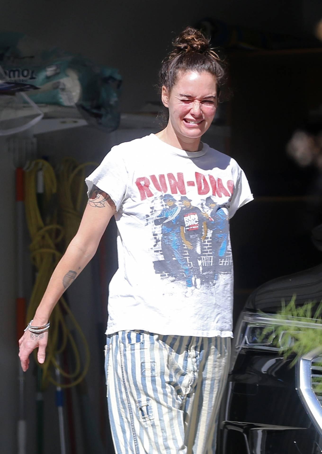 Lena Headey - Running errands in Los Angeles
