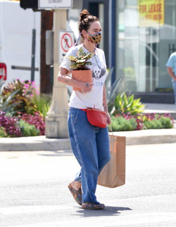 Lena Headey - Shopping for plants in Venice Beach