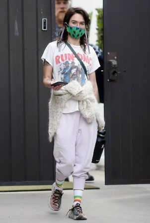 Lena Headey - Wearing a Run DMC T-shirt to the gym in Los Angeles