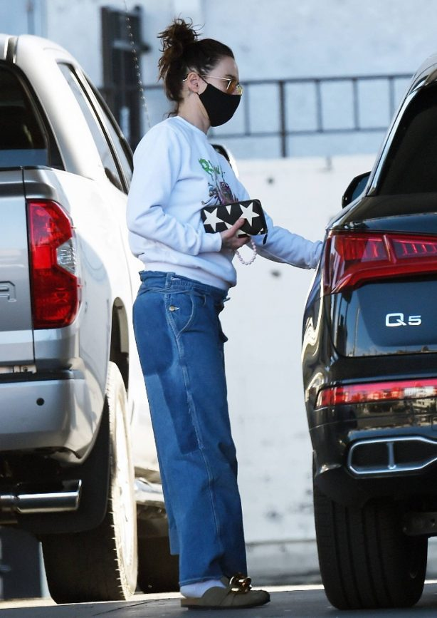 Lena Headey - With her luxury SUV in Los Angeles
