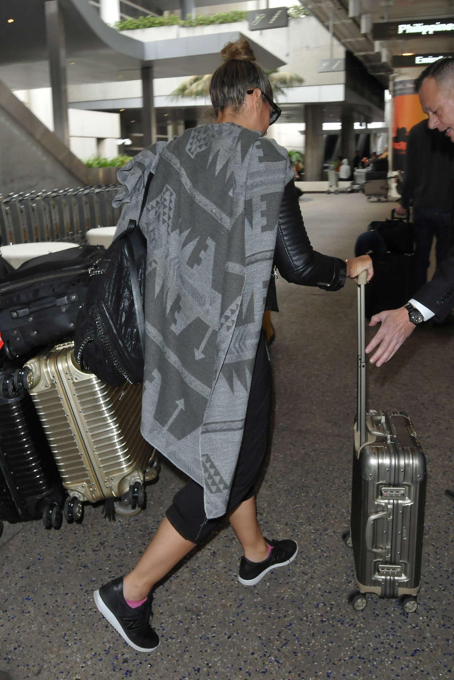 Leona Lewis 2016 : Leona Lewis: Arrives at LAX Airport -02