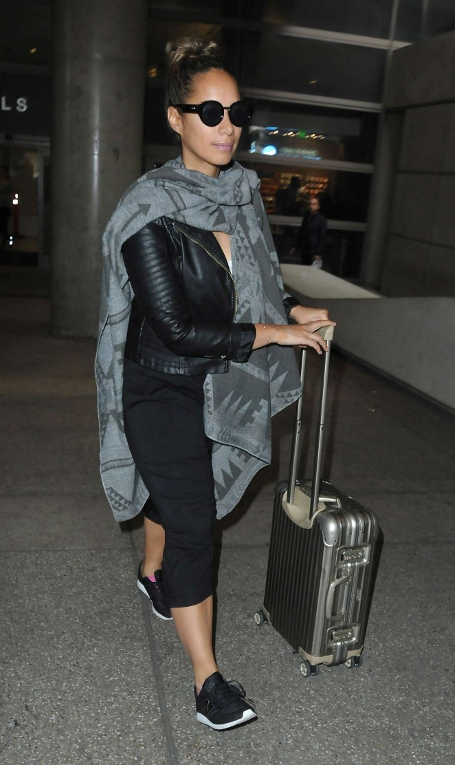 Leona Lewis - Arrives at LAX Airport in Los Angeles