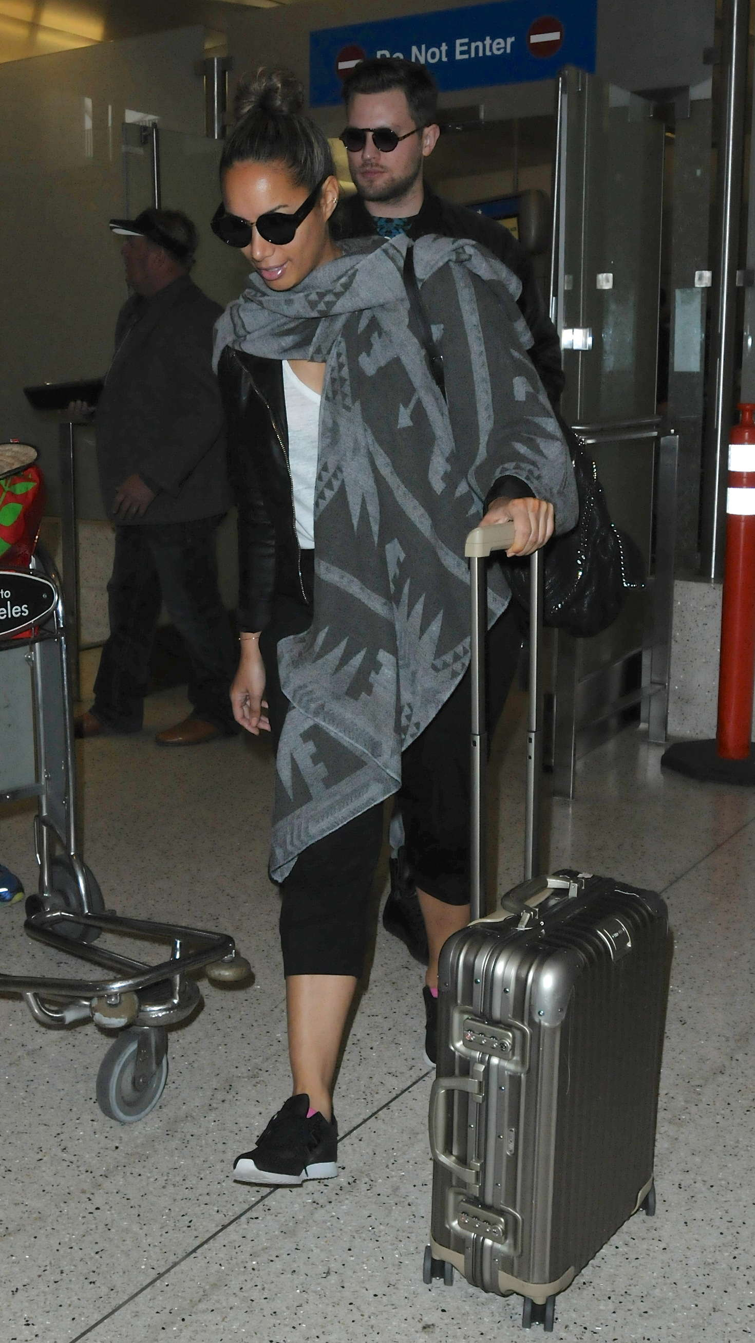 Leona Lewis 2016 : Leona Lewis: Arrives at LAX Airport -09
