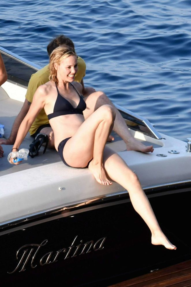 Leslie Bibb - Bikini Candids on holiday on the Amalfi coast in Italy