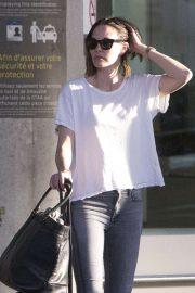 Leslie Bibb - Seen arriving in Toronto