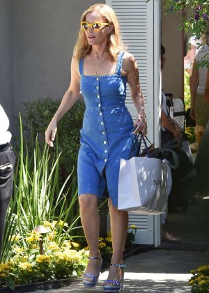 Leslie Mann - Arriving to The in Style Gifting Suite in Brentwood