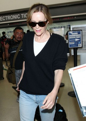 Leslie Mann in Jeans at LAX in LA