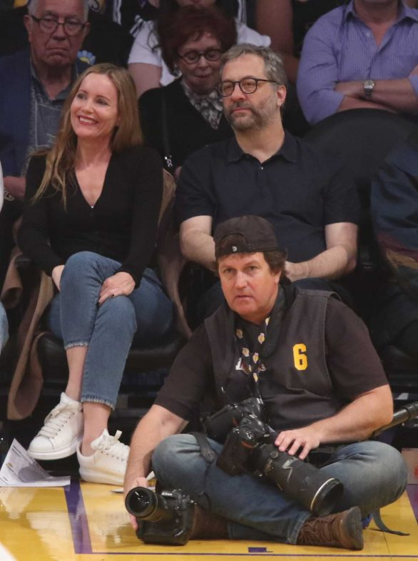 Leslie Mann - Spotted at Los Angeles Lakers and the New Orleans basketball game