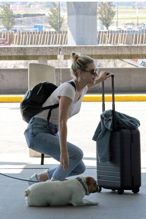 Lili Reinhart 2019 : Lili Reinhart – Arrives at Airport in Vancouver-01