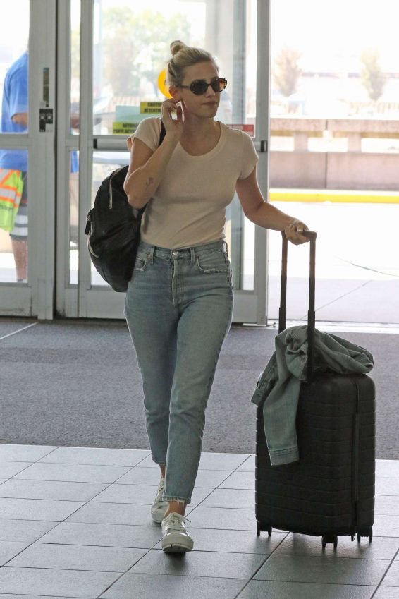 Lili Reinhart - Arrives at Airport in Vancouver