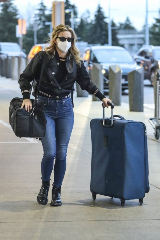Lili Reinhart - Spotted at the Airport in Vancouver