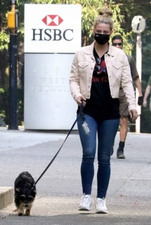 Lili Reinhart - takes her dog Milo on Riverdale in Vancouver
