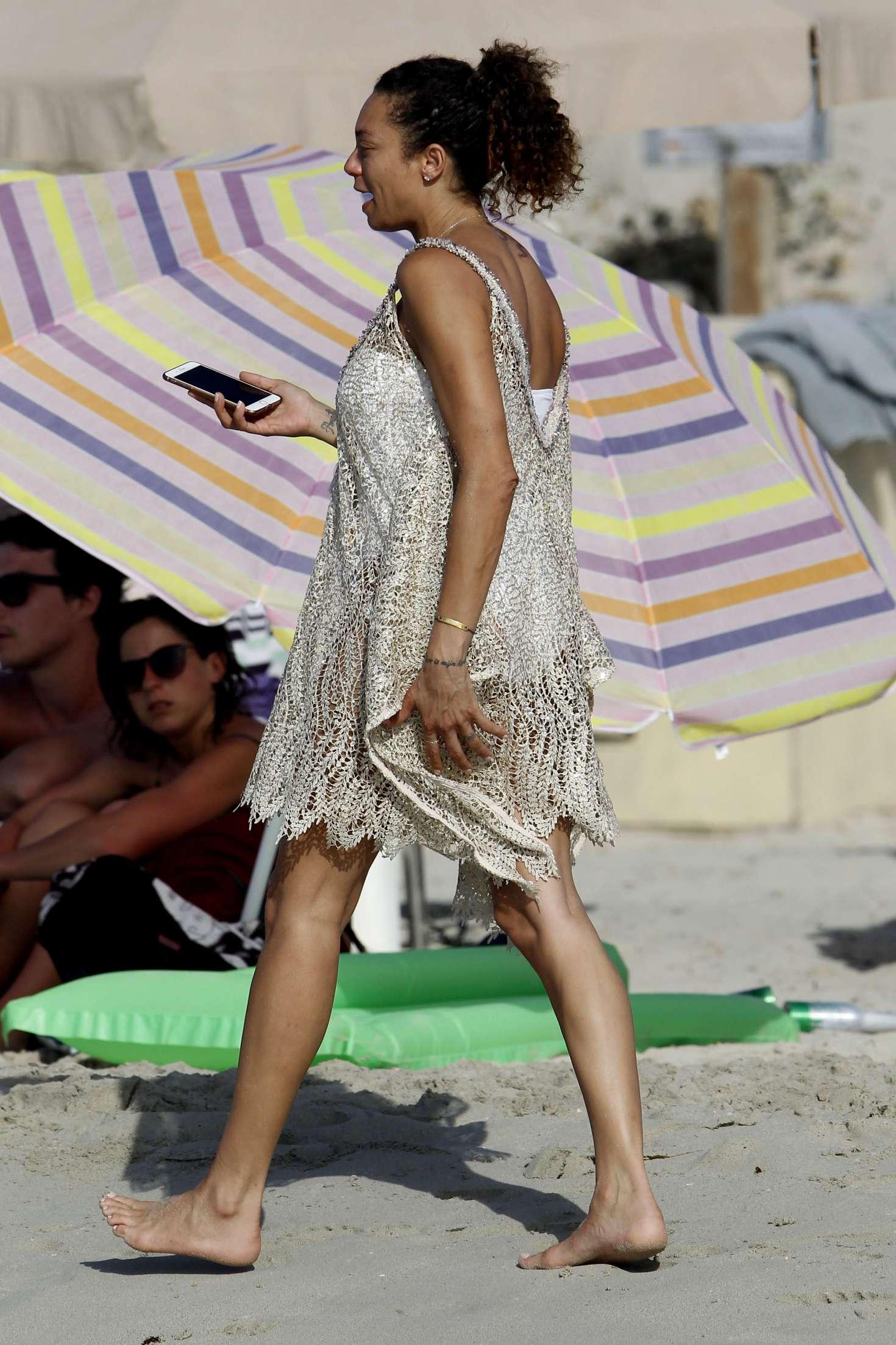 Feet Lilly Becker nude (95 foto and video), Topless, Bikini, Selfie, panties 2018