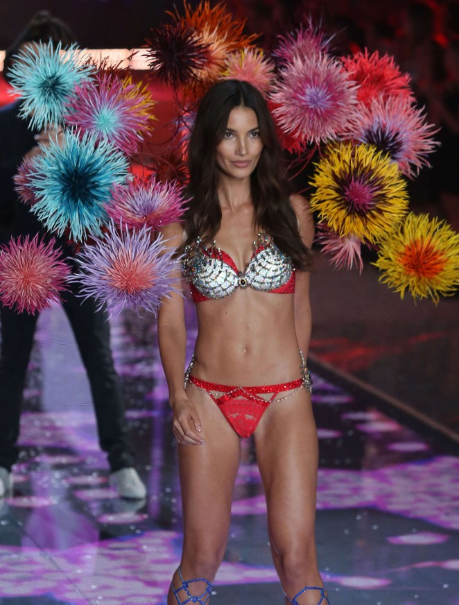 Lily Aldridge – 2015 Victoria's Secret Fashion Show Runway in NYC