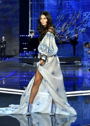 Lily Aldridge - 2017 Victoria's Secret Fashion Show Runway in Shanghai